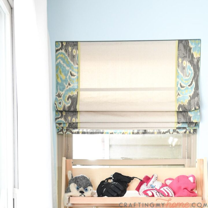 DIY roman shades with printed fabric border that was matched up with this easy tutorial.